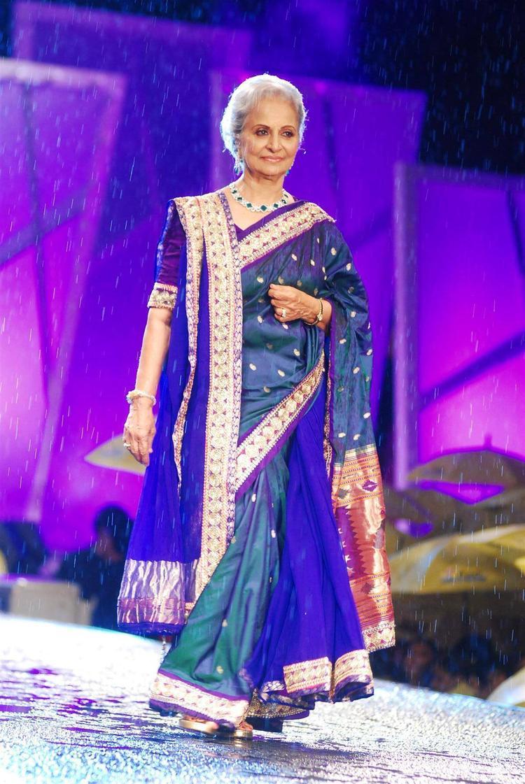 Waheeda Rehman Hot Beautiful Still In Shaina NC Designed Saree At 8th Annual CPAA Fashion Show