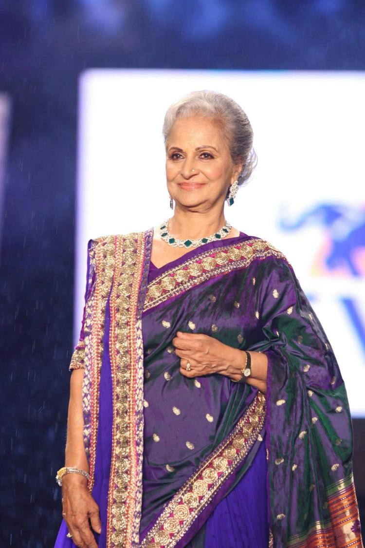Waheeda Rehman Looking So Gorgeous At 8th Annual CPAA Fashion Show