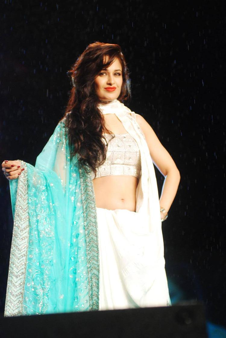 Yuvika Chaudhary Dazzling Look On Stage At 8th Annual CPAA Fashion Show
