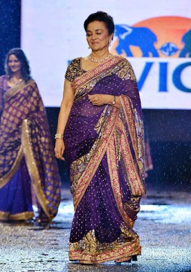 Asha Parekh Walks Ramp In Gorgeous Violet Saree At CPAA Fashion Show