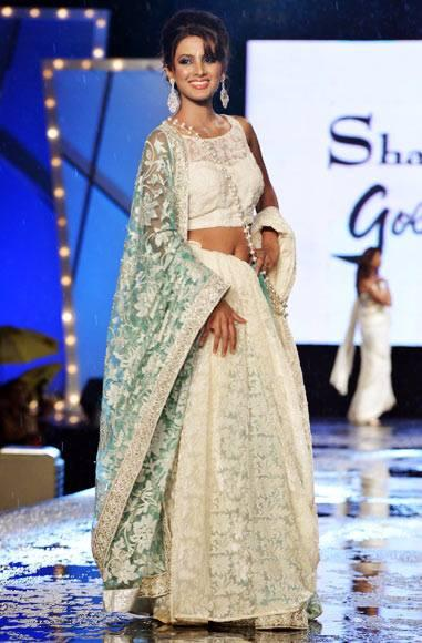 Geeta Barsa Walks The Ramp For Manish Malhotra In Support Of Cancer Patients