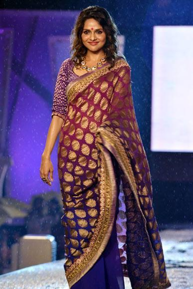 Madhoo Looks So Beautiful On Ramp At CPAA Fashion Show