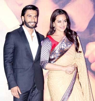 Ranveer And Sonakshi Nice Stunning Look At Lootera Movie Audio Release Event