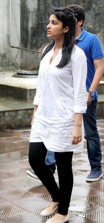 Parineeti Chopra At Priyanka Chopra's Dad Funeral Ceremony