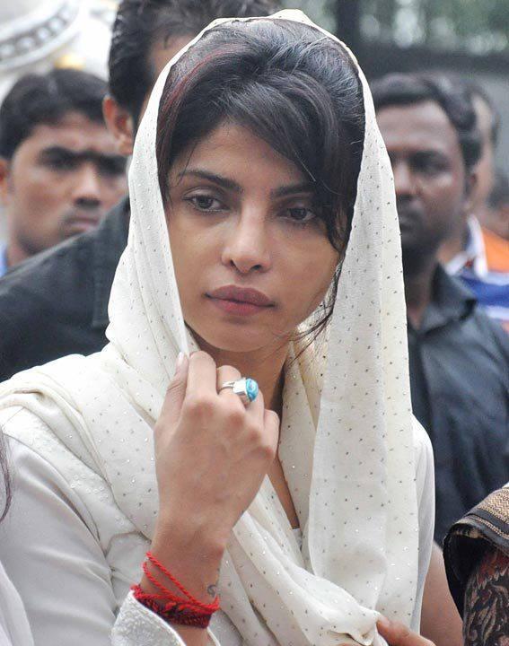 Teary Eyed Priyanka Chopra At Her Father's Funeral In Mumbai