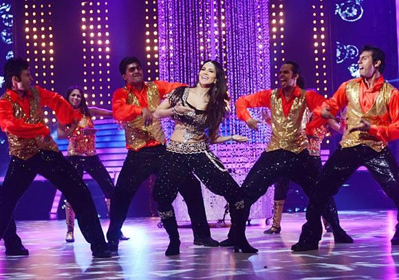 Sexy Sunny Sizzles Small Screen On Colors Widely Popular Dance Reality Show Jhalak Dikhla Jaa Season 6
