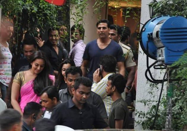 Sonakshi Sinha And Akshay Kumar On The Sets Of Pistol