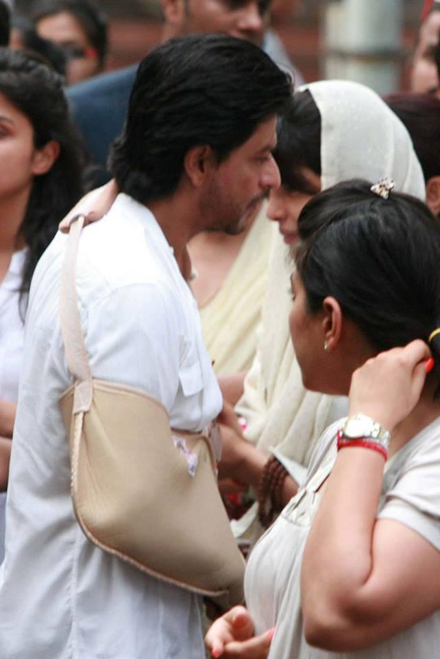SRK And Priyanka Chopra At The Funeral Of Priyanka Chopra's Father