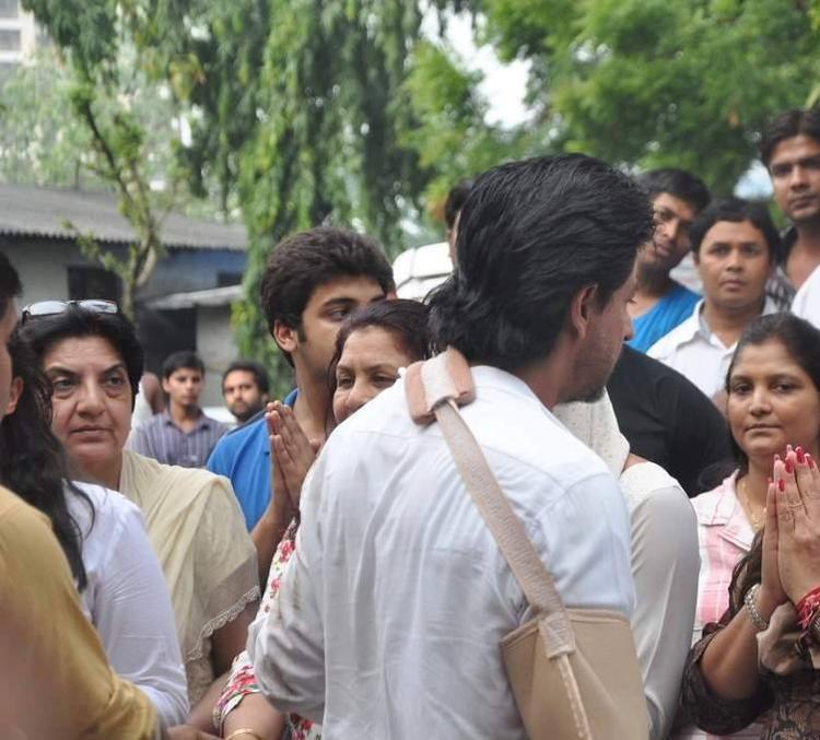 SRK During The Funeral Of Priyanka Chopra's Father