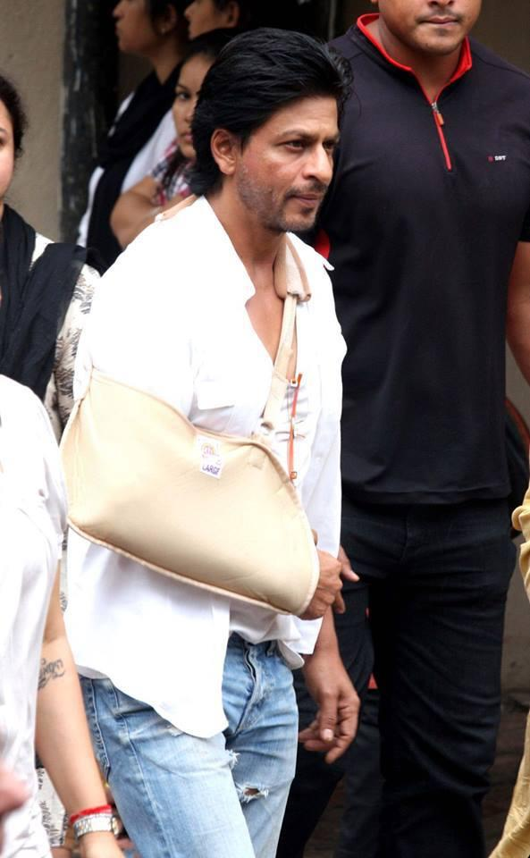 SRK Pays His Last Respect To Priyanka's Father