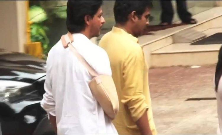 SRK Pays Last Tribute To The Priyanka Chopra's Father