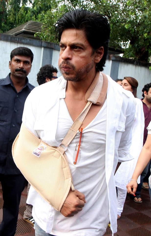 SRK At Priyanka Chopra Dad's Funeral Ceremony