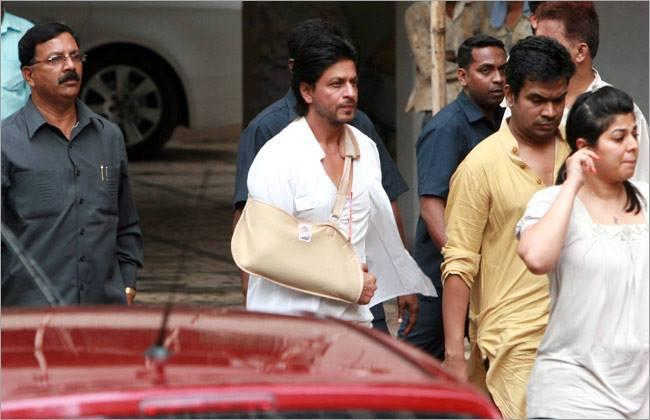 SRK Spotted At The Funeral Of Priyanka Chopra's Father