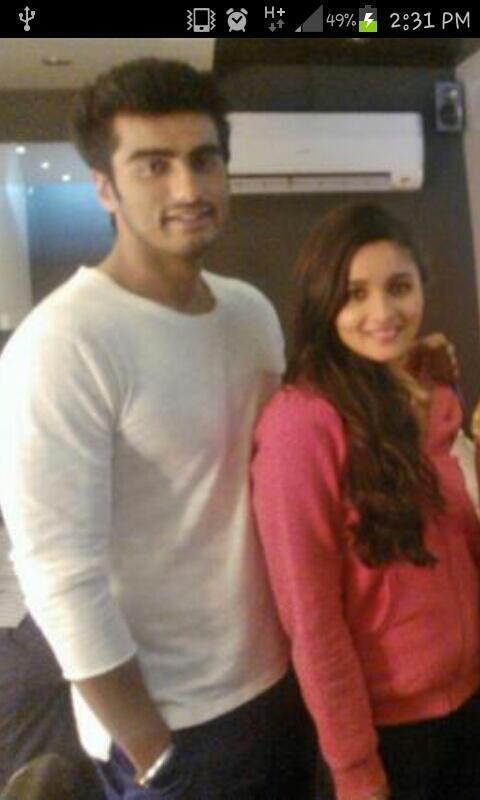 Arjun Kapoor And Alia Bhatt Strike A Pose On The Sets Of 2 States Movie