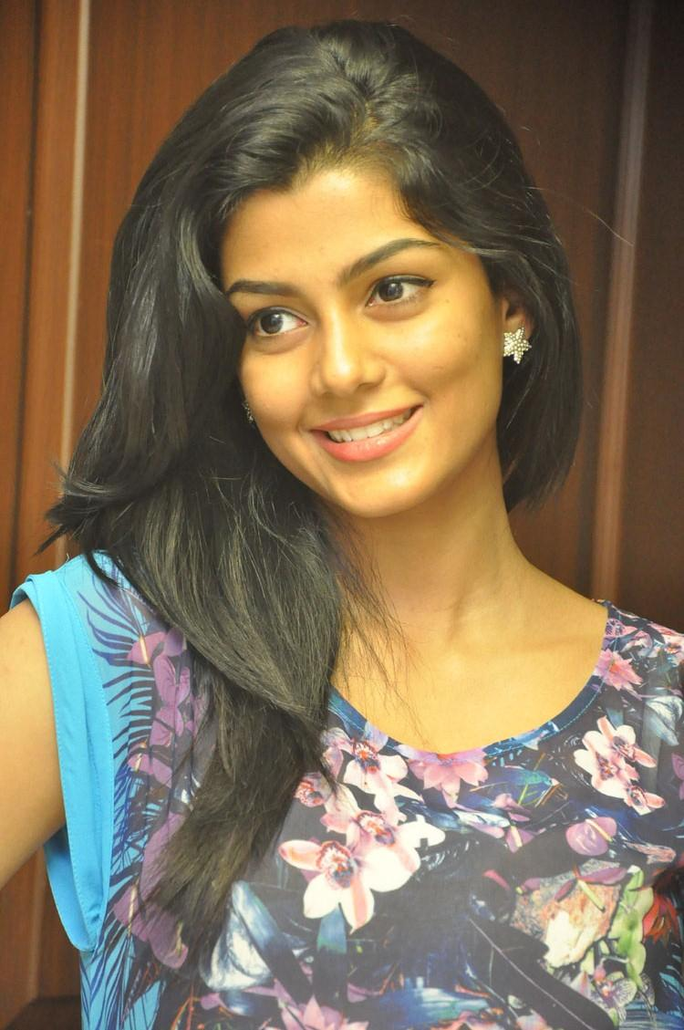 Anisha Ambrose Gorgeous Look At Areyrey Telugu Movie Press Meet