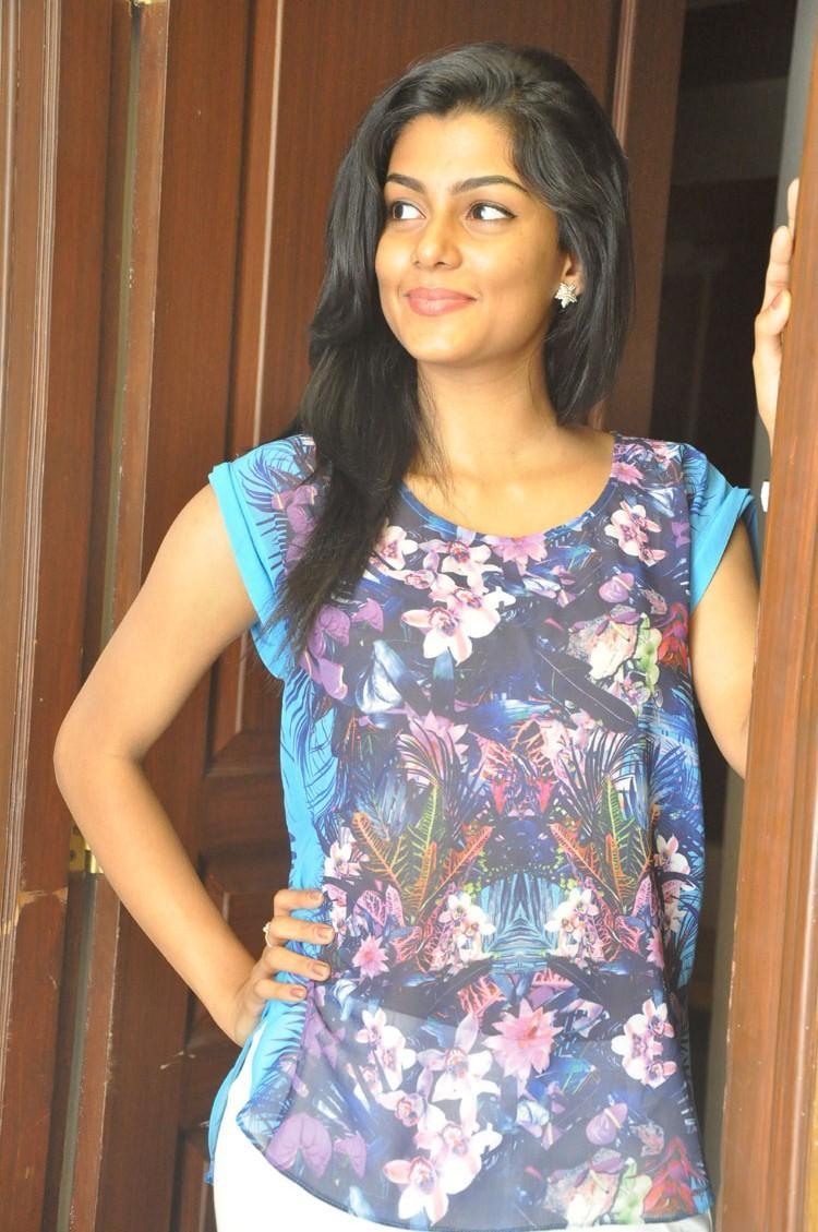 Anisha Ambrose Sizzling Sweet Still At Areyrey Telugu Movie Press Meet