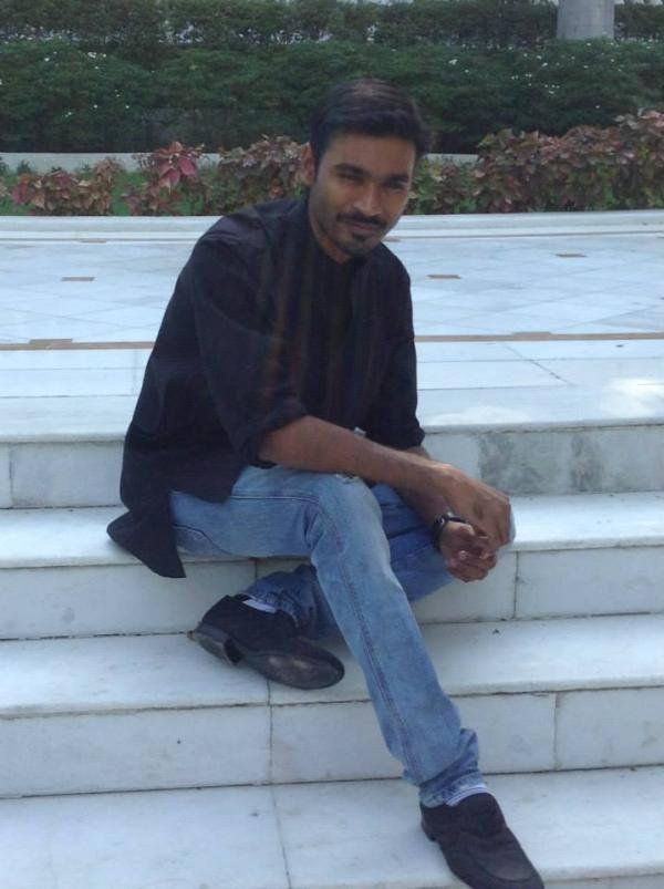 Dhanush Posed At During The Promotions Of Raanjhanaa At Lucknow