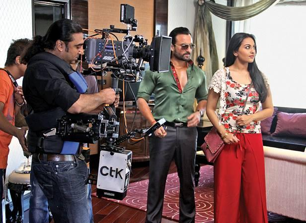 Saif And Sonakshi Posed For Camera On The Sets Of Bullet Raja