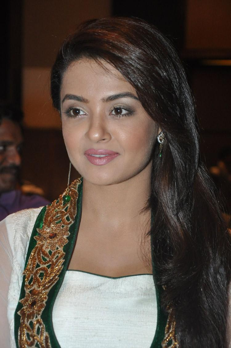 Surveen Chawla Dazzling Face Look Graced At Jai Hind 2 Movie Press Meet