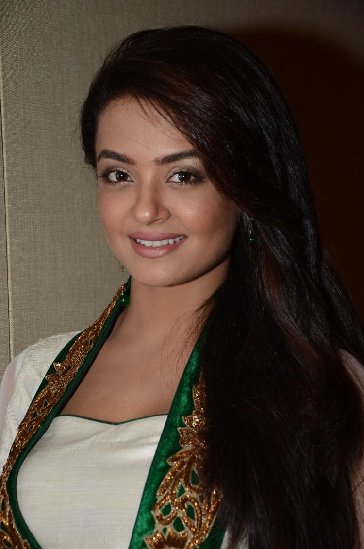 Surveen Chawla Flashes Smile At Jai Hind 2 Movie Press Meet