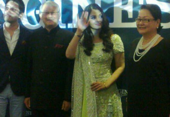 Aishwarya Posing With Fans And Media Personnel As She Launched The First Longines Boutique In Malaysia