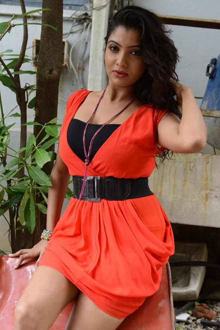 Hot Actress Madhuri Itagi Spicy Look Photo Shoot