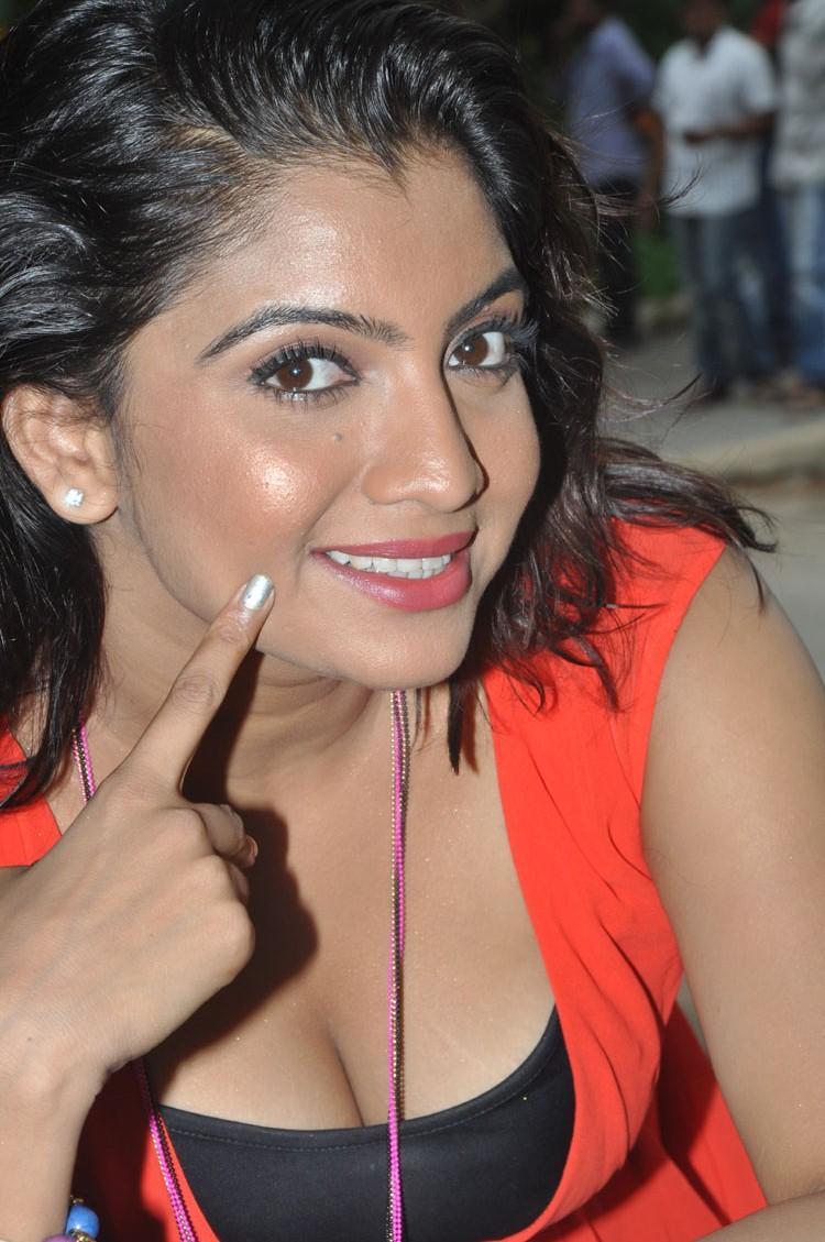 Madhuri Itagi Sweet Glamour Look At  Overdose Movie Opening Event