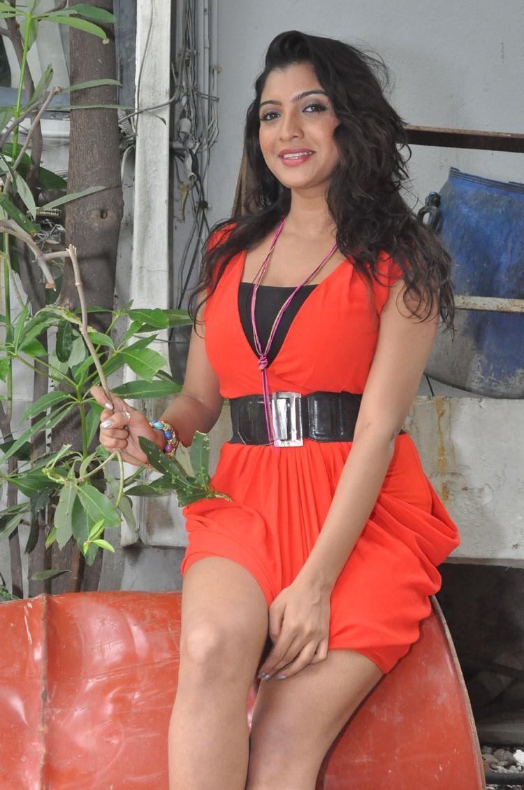 Madhuri Itagi Sweet Smiling Look Photo Shoot