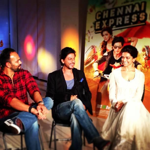 Rohit,Shahrukh And Deepika Cool Discussion At The Trailer Launch Of Chennai Express