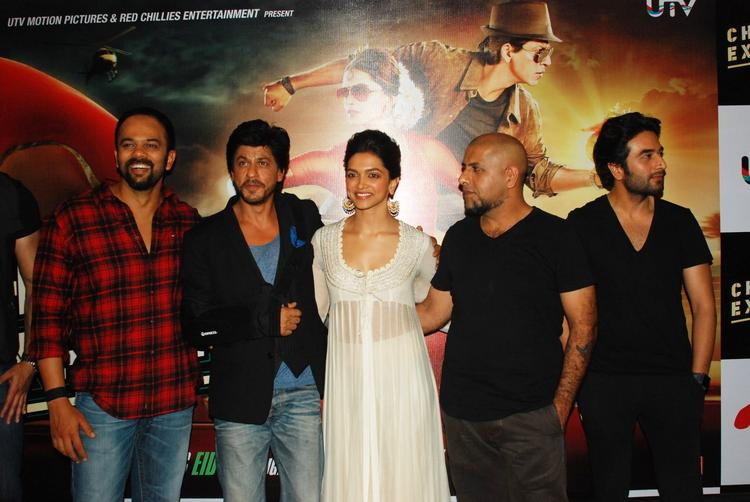 Rohit,Shahrukh,Deepika,Vishal And Shekhar Posed During The Trailer Launch Of Chennai Express