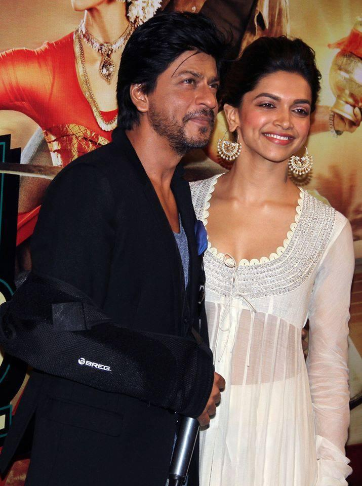 Shahrukh And Deepika During The Trailer Launch Of Chennai Express