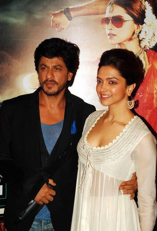 Shahrukh And Deepika Strike A Pose At The Launch Of The Chennai Express Trailer