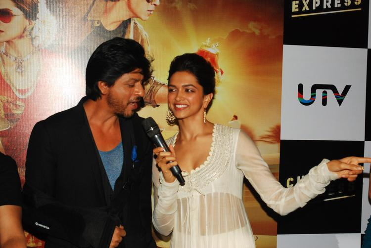 SRK And Deepika Graced During The Trailer Launch Of Chennai Express