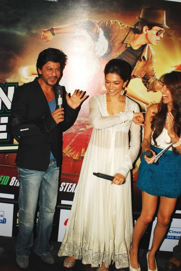 SRK And Deepika Launch The Trailer Of Chennai Express