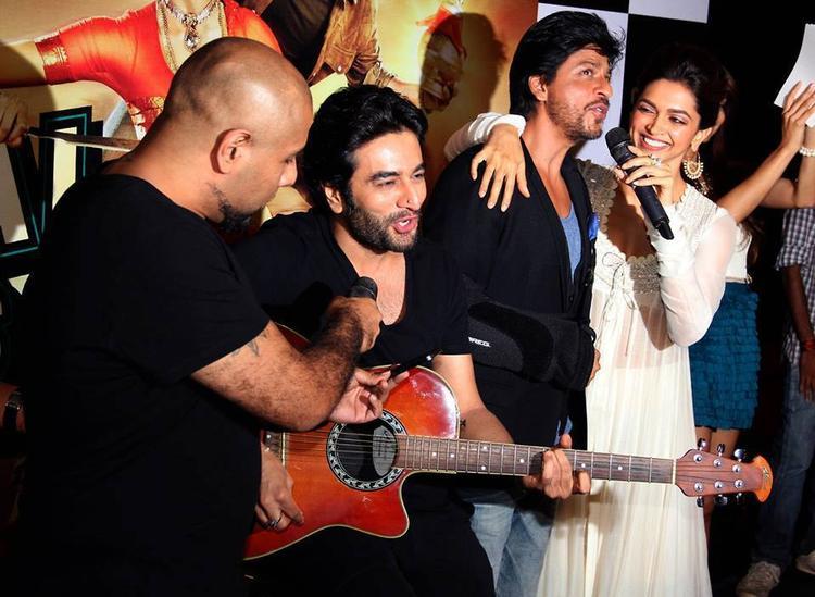 Vishal,Shekhar Performed With Shahrukh And Deepika At The Chennai Express Trailer Launch