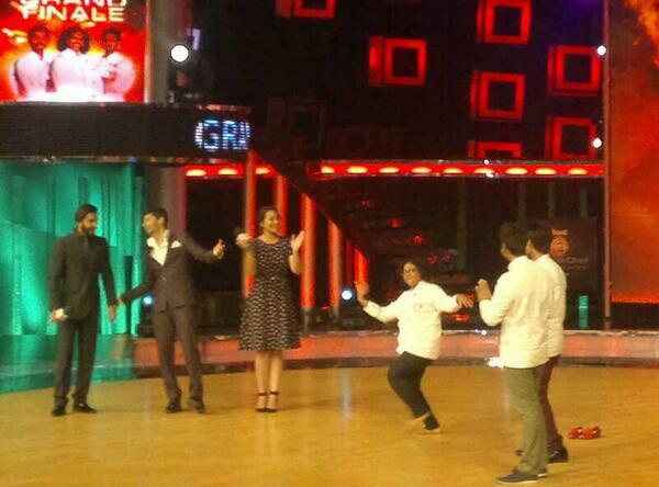 Ranveer And Sonakshi Cool With Contestants On The Sets Of On Master Chef India Season 3 Grand Finale