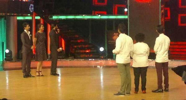 Ranveer And Sonakshi During The Promotion Of Lootera On The Sets Of On Master Chef India Season 3 Grand Finale