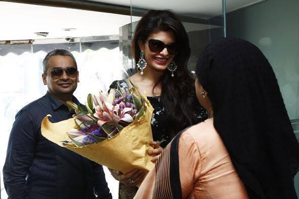 Jacqueline Fernandez  Welcom Pic In Colombo Jewellery Store