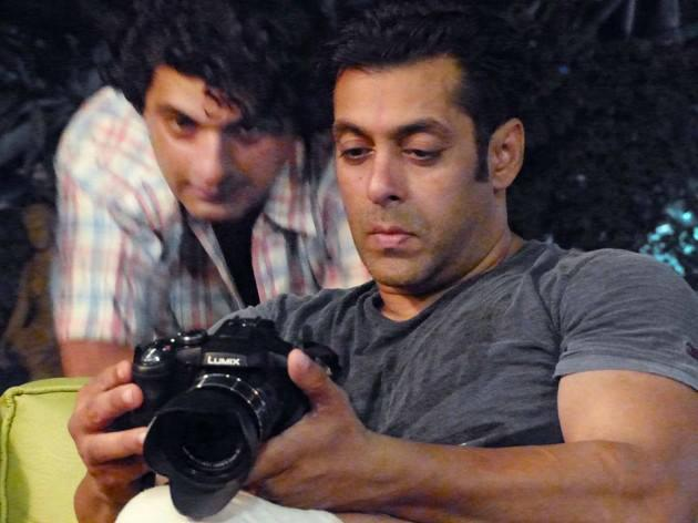 Salman Khan Checking The Camera On Sets Of Mental In Goa