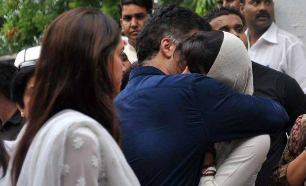 Deepika And Karan Consoles Priyanka Chopra At Her Father's Last Rites