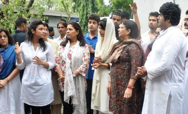 Parineeti And Priyanka With Family At The Last Rites of Ashok Chopra