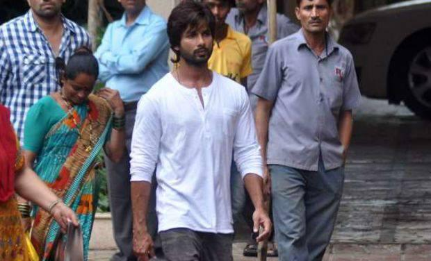 Shahid Kapoor Attend Funeral Ceremony Of Priyanka's Father