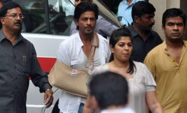 Shahrukh Khan Attend Funeral Ceremony Of Priyanka's Father