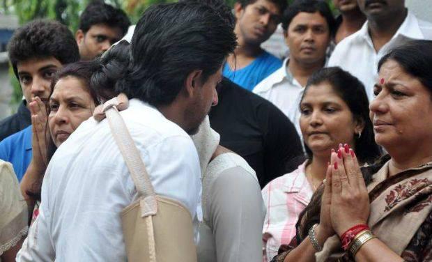 Shahrukh Khan Offers His Condolences To Bollywood Actress Priyanka Chopra Whose Father Ashok Chopra