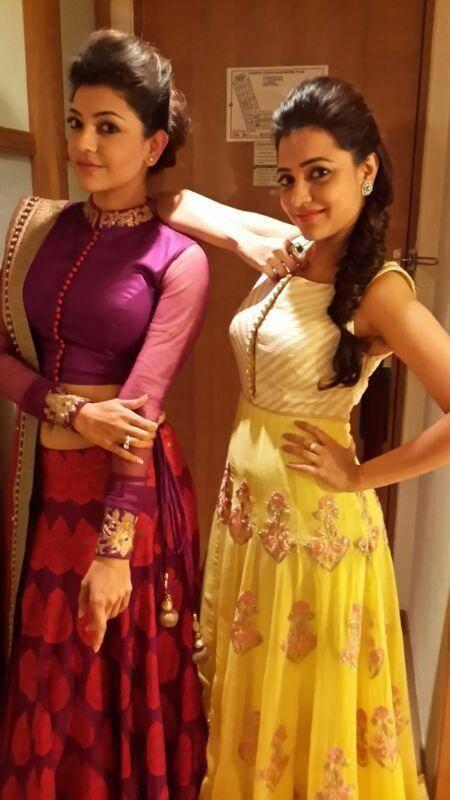 Kajal and Nisha Aggarwal Nice Pose At CineMaa Awards 2013