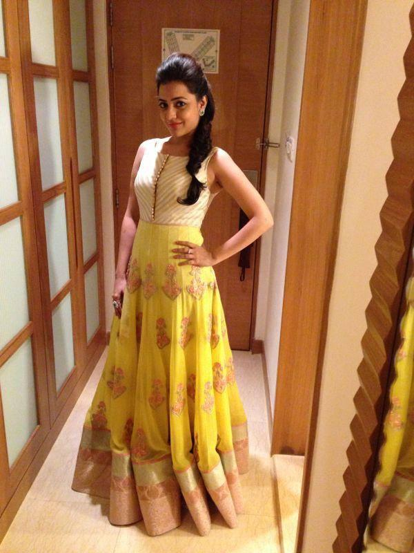 Nisha Aggarwal Looking Beautiful In Yellow Gown At CineMaa Awards 2013