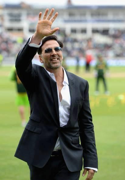 Akshay Kumar Say Hello His Fans During ICC Champions Trophy India Vs Pakistan Match