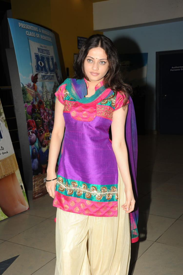 Sneha Ullal Hot Eyes Glorious Face Look At Action 3D Movie Premiere Show