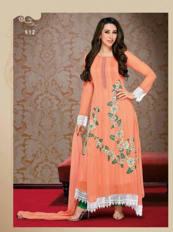 Karisma Kapoor Looking Amazing In This Anarkali Dress