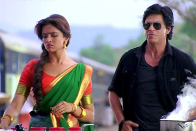 Deepika And SRK Nice Look Still From Chennai Express Movie